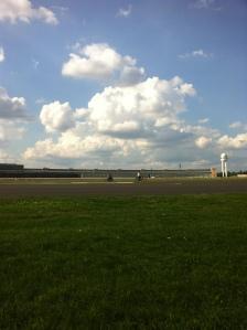 Terminal del aeropuerto de Tempelhof vista desde la pista central